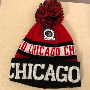 Other - Chicago cuffed beanie Pom knit top.